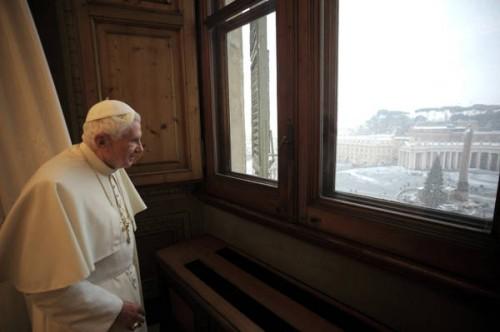 Roma imbiancata anche il papa guarda la neve alla - Finestra del papa ...