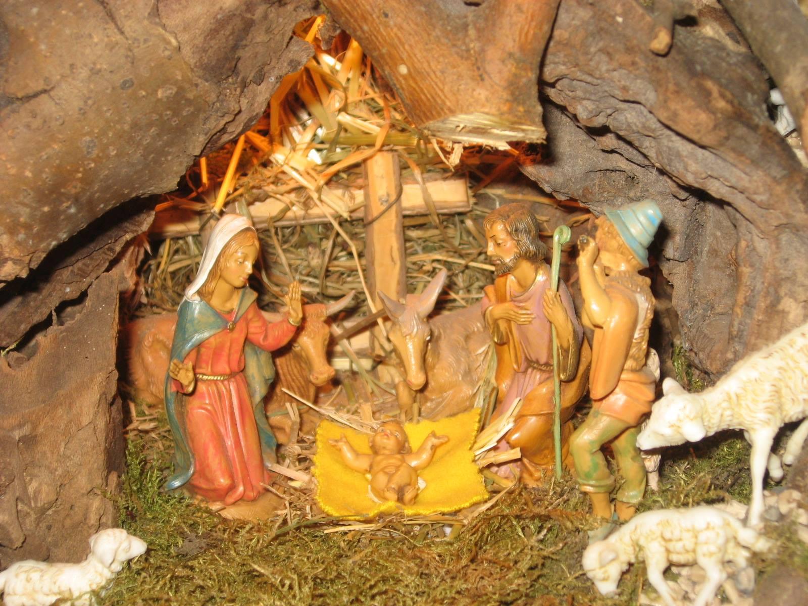 """Ai lettori """"fedeli"""" ma anche a chi è passato di qui per caso: buon Natale, Gesù Re della Pace colmi il nostro cuore di vera gioia. Auguri! cosimo de matteis"""